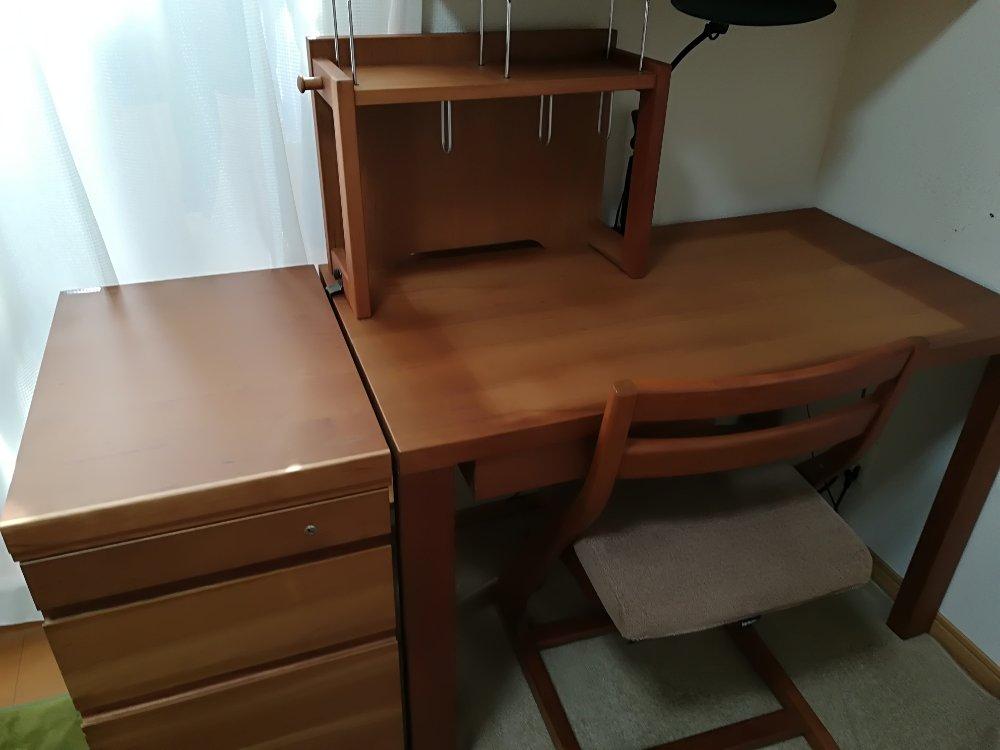 カリモクの学習机(購入4年後)