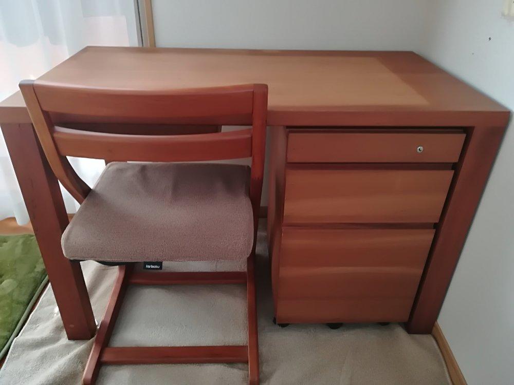 デスクワゴンと椅子設置